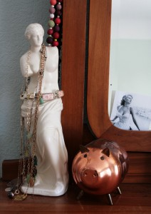 Venus + my old piggy + Sophia Loren = happy dresser